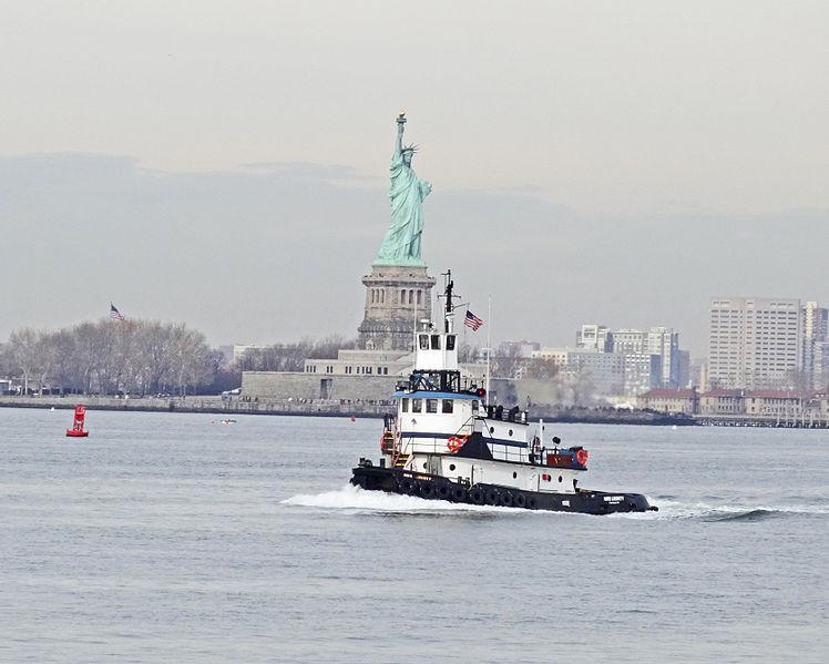 2013Dec20_Statue_of_Liberty_w_Tugboat_Duplicate_8_x_10
