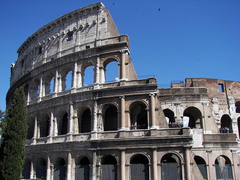 800px-Colosseum_(Rome)_15