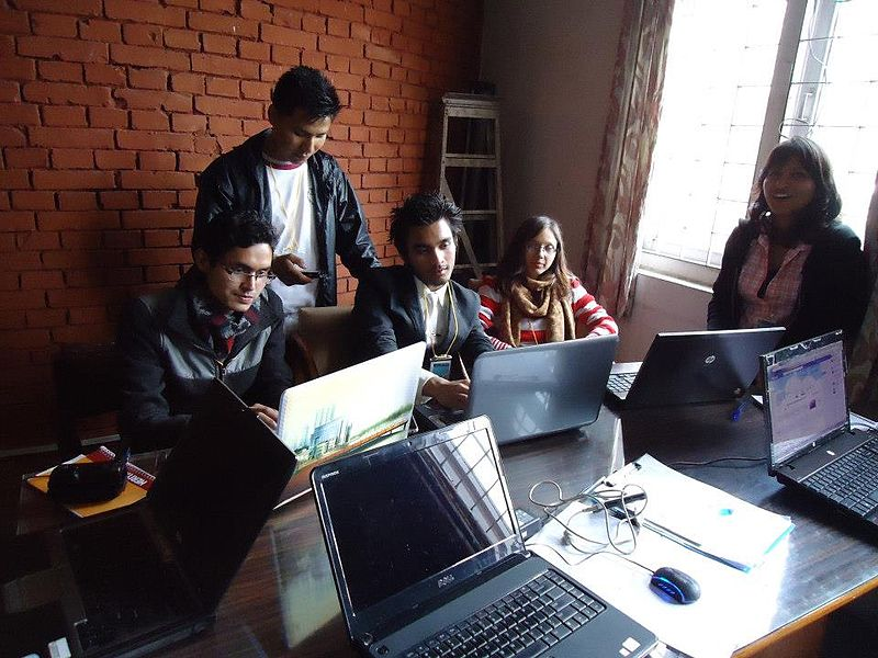 800px-Hackers_in_room