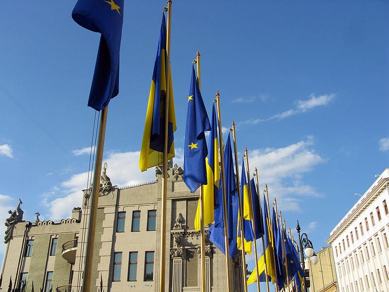800px-Flags_of_EU_and_Ukraine