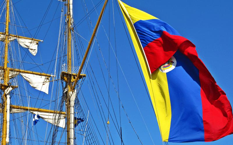 800px-Colombian_flag_on_ARC_Gloria