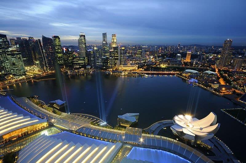 800px-Marina_Bay_and_the_Singapore_skyline_at_dusk_-_20110311