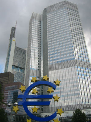 Frankfurt_European_Central_Bank_with_Euro-2