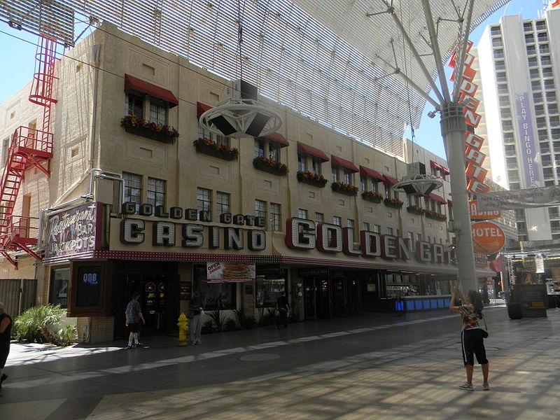 800px-Fremont_Street_(Las_Vegas)_Golden_Gate_Casino