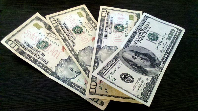 800px-US_Dollar_banknotes