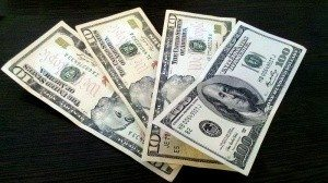 800px-US_Dollar_banknotes2