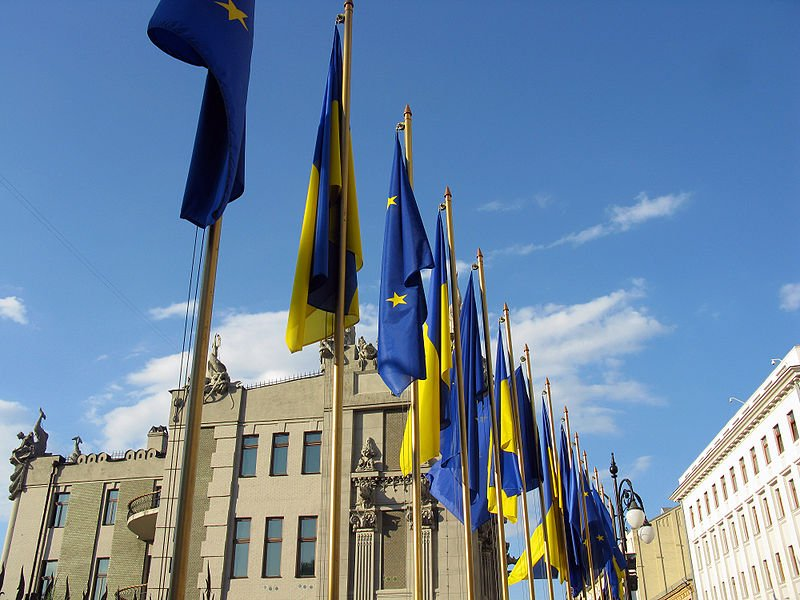 800px-Flags_of_EU_and_Ukraine