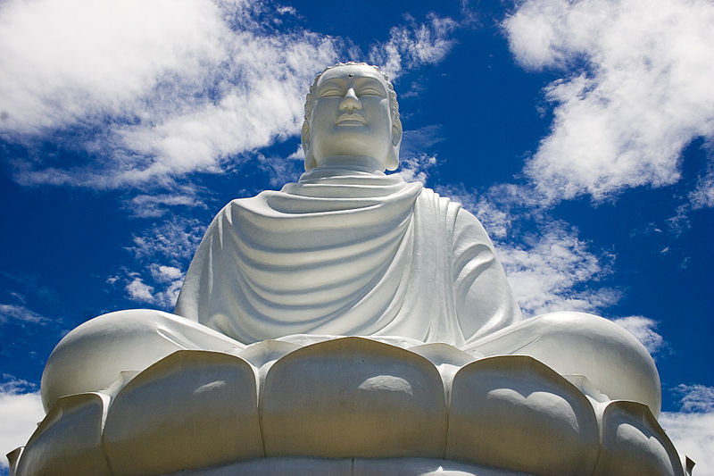 800px-Buddha_statue,_Nha_Trang