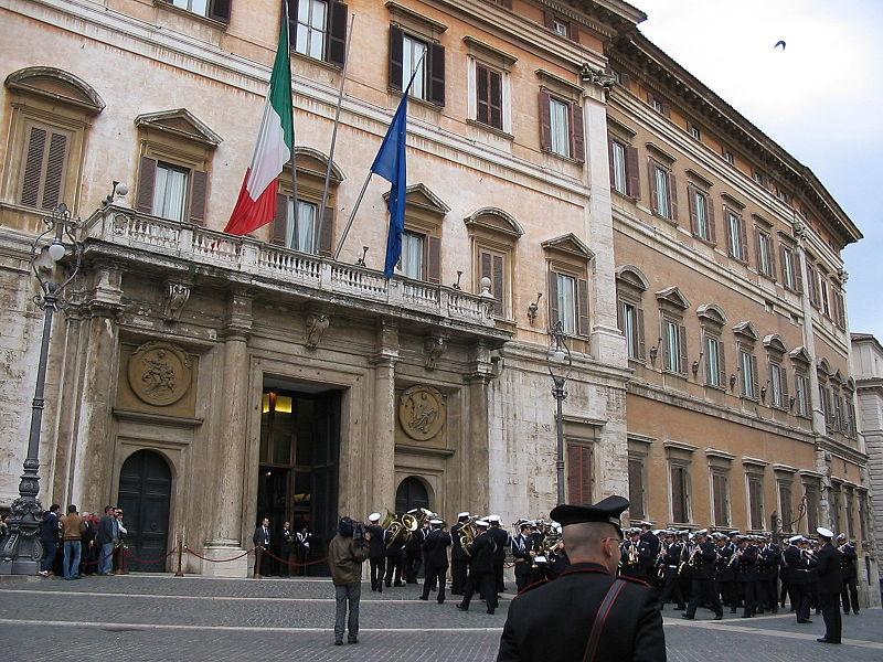800px-Parlament_italien