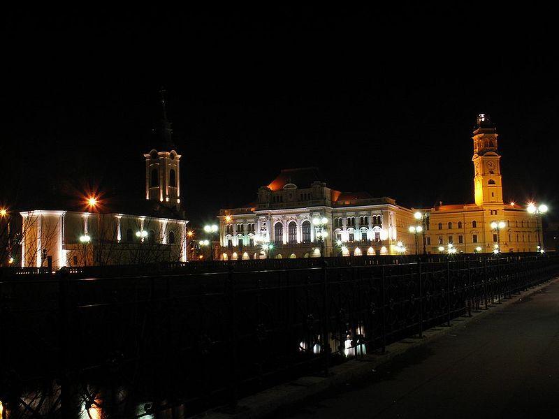 800px-Primaria_Oradea_si_Biserica_Sf_Ladislau