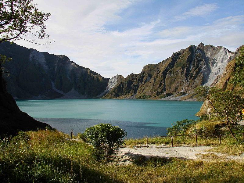 800px-Mount_Pinatubo_20081229_01