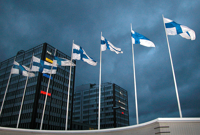 800px-09._Finnish_flags