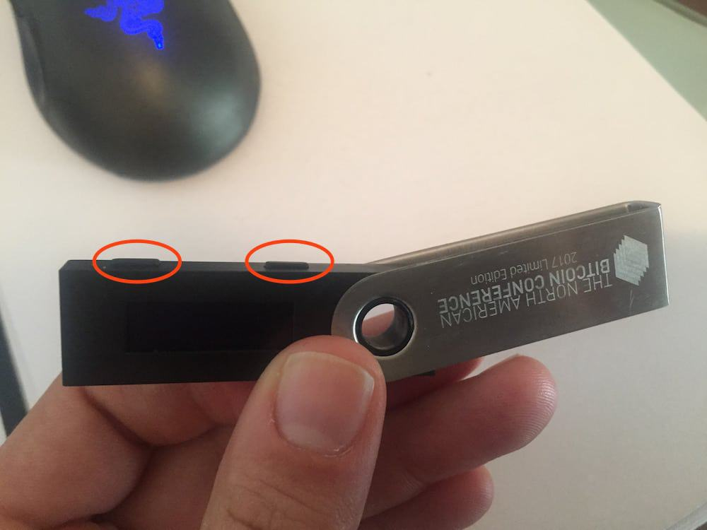 Ledger Nano S buttons